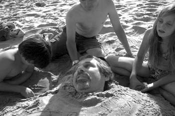 bw-joe-beach-kids
